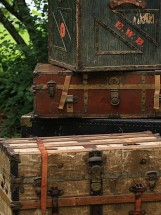 Vintage Ambiance rentals Trunks and Crates
